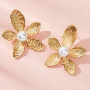Flower Faux Pearls Gold Stud Dainty Earrings